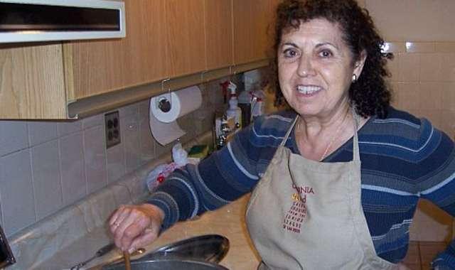 Mom making caldo (Photo by Sofia Perez)